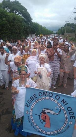 Caminhada em comemoração ao Candomblé de Oxum, realizada no último domingo, até o Lago do Amor.