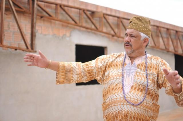 Líder da casa, Edson explica o que é a senzala e como a religião está aberta para a comunidade. (Foto: Alcides Neto)
