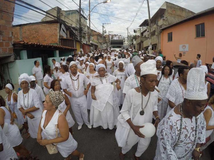 Partindo do fim de linha do Engenho Velho da Federação, a caminhada aconteceu pelas ruas do bairroMila Cordeiro   Ag. A TARDE