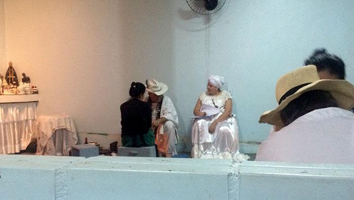 Durante benzimento de Pai Benedito. Crédito: Isabel Debatin.