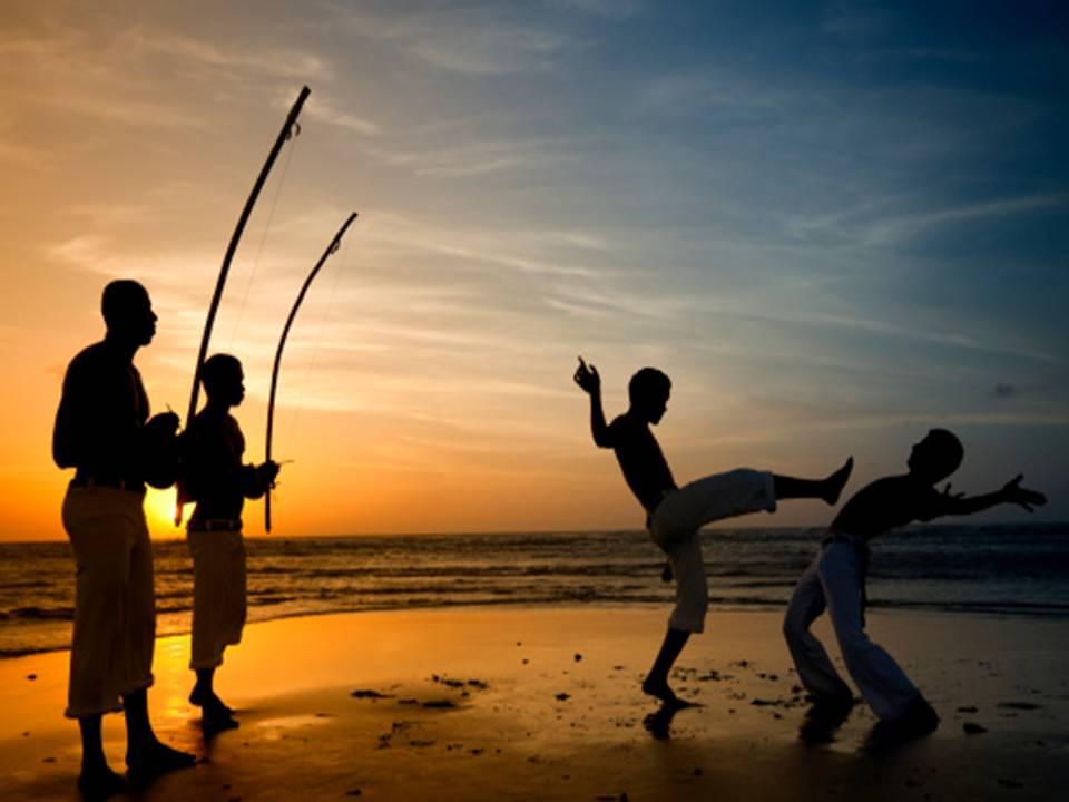 O projeto também oferece aulas gratuitas de capoeira, ministradas pelo Grupo Gangara