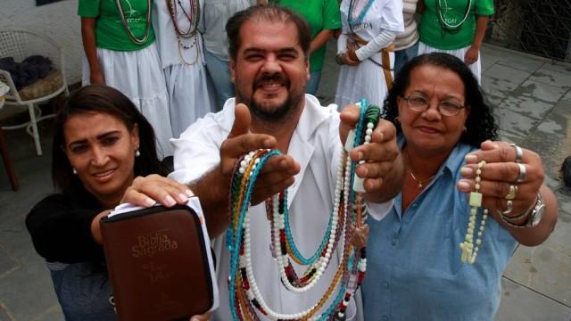Os religiosos: união Foto: Rafael Moraes / Extra