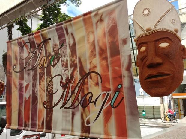 Grupo Axé Mogi fez evento para celebrar dia da Umbanda (Foto: Elton Pires/ TV Diário)