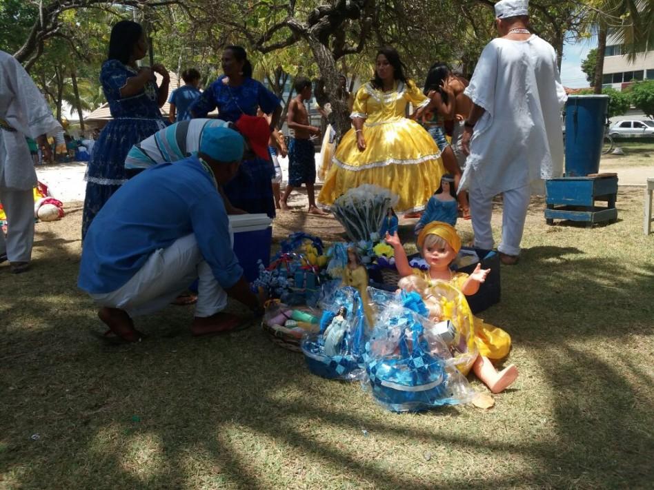 Grupos de matriz africana rendem homenagens a Iemanjá na orla de Pajuçara FOTO: CAMILA BARBOSA
