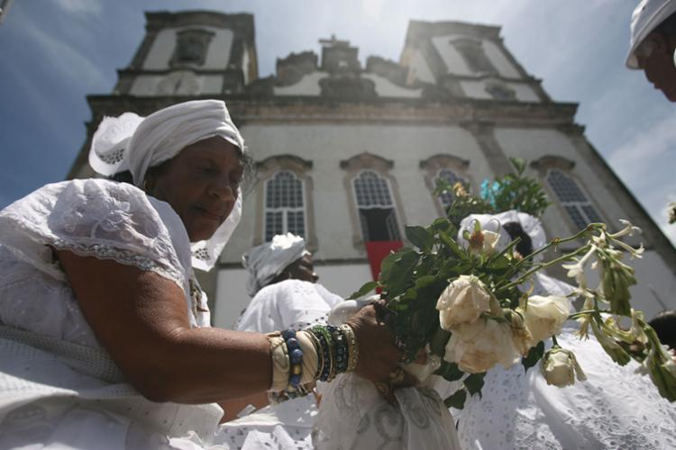 Momento da lavagem do adro da igrejaRaul Spinassé | Ag. A TARDE | 12.01.2012