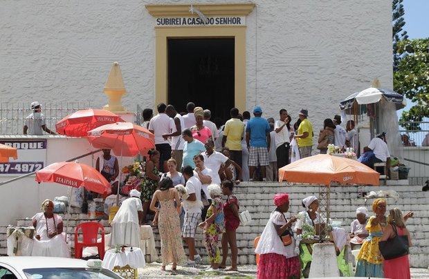 Entrada da Igreja de São Lázaro e São Roque, na Federação (Foto: Mauro Akin Nassor / CORREIO)