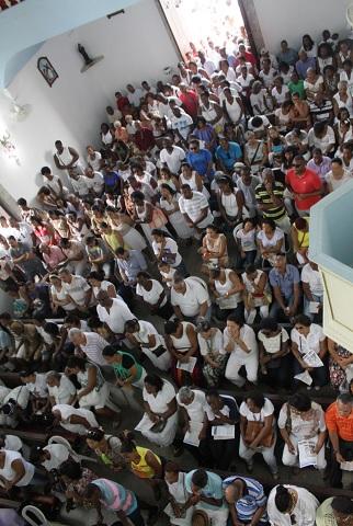 Igreja lotada para última missa do ano (Foto: Mauro Akin Nassor / CORREIO)