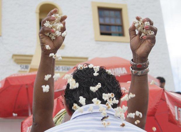 Pipoca de Omolu para encerrar ano carregado(Foto: Mauro Akin Nassor / CORREIO)