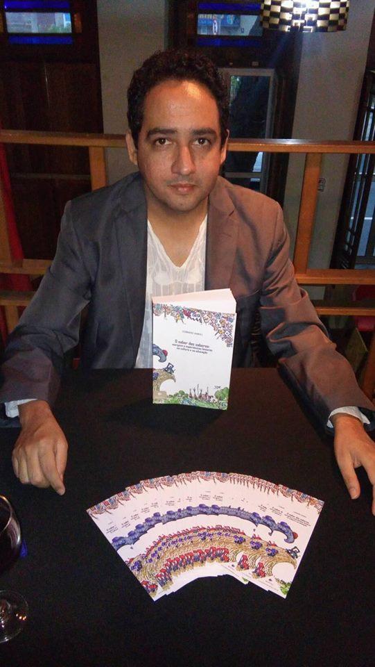 Professor foi ao Rio para lançar livro (Foto: Reprodução/Facebook)