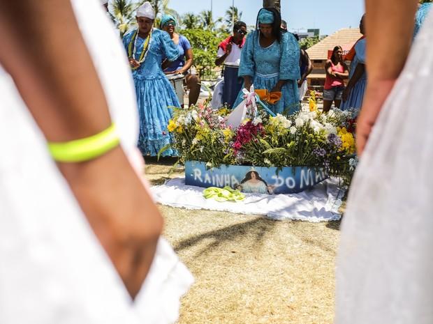 Seguidores de religiões afro se reúnem na praia para comemorar Dia de Iemanjá (Foto: Jonathan Lins/G1)