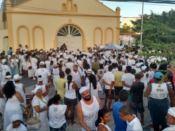 Religiosos se concentram na Praça do Bonfim, no bairro do Poço FOTO: JOBISON BARROS
