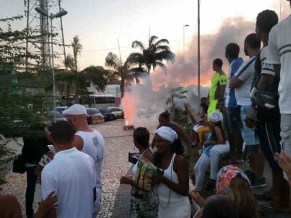 Queima de fogos marca evento das religiões afro na Praça do Bonfim FOTO: JOBISON BARROS
