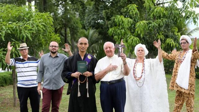 Os lideres são de cinco religiões diferentes: umbanda, protestantismo, budismo, catolicismo e candomblé. Foto: Guilherme Pinto / Agência O Globo
