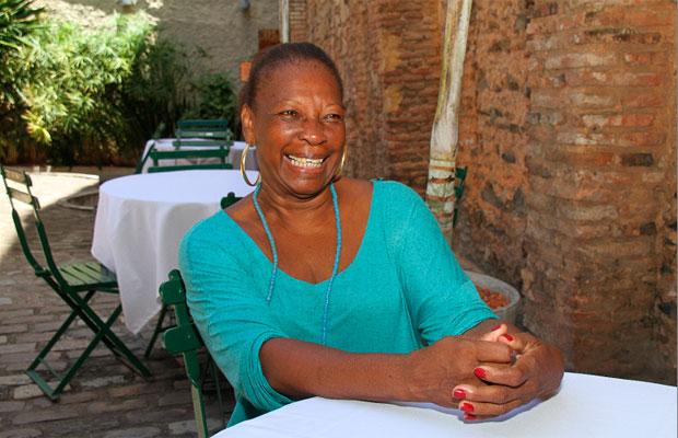 A chef Ana Célia Batista é a responsável pelos pratos afro-baianos servidos no Ajeum verão (Foto: Evandro Veiga/CORREIO)