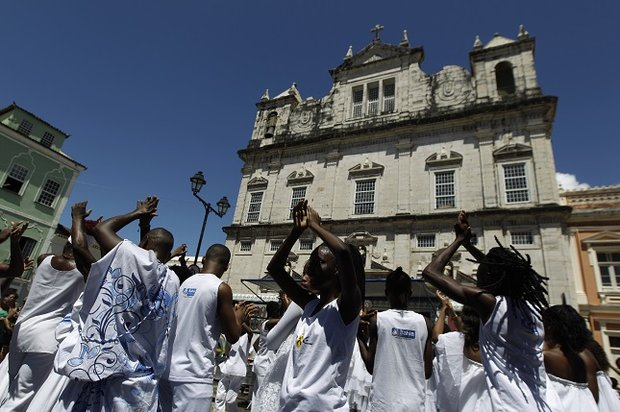 Crianças e jovensdo Projeto Axé fazem participação no Terreiro de Jesus                    (Foto: Arisson Marinho/ Arquivo CORREIO)