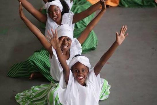Com o enredo sobre história do samba, Pimpolhos da Grande Rio leva cultura africana à Avenida