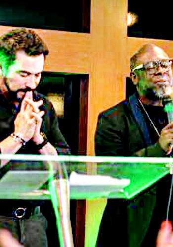 Intolerância sem limites: fiéis não aceitam padre rezar com pastor