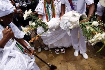 'Lavagem das Escadarias' da igreja São Benedito acontece pela primeira vez com a presença de quilombola