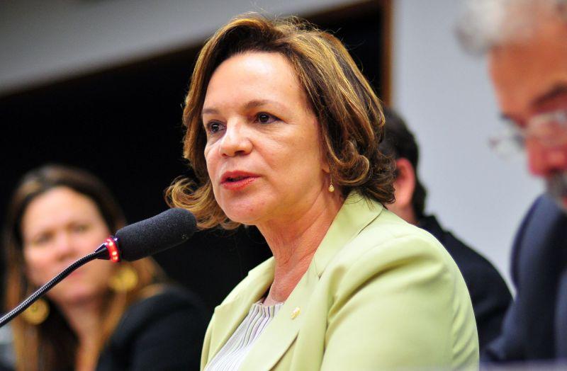 Ética recomenda que secretária de Temer não faça cultos no gabinete