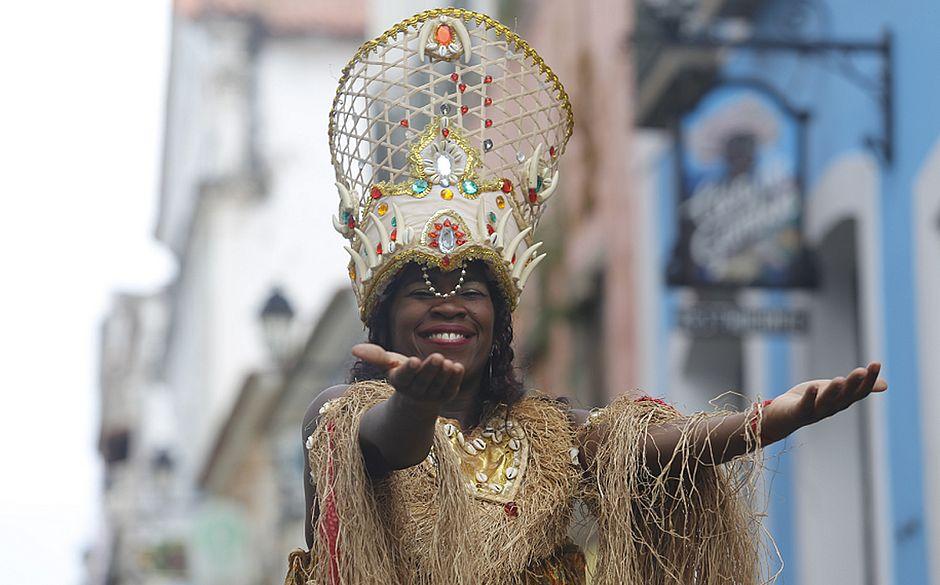 Conheça a PM baiana que ficou famosa no Rio dançando música afro de farda