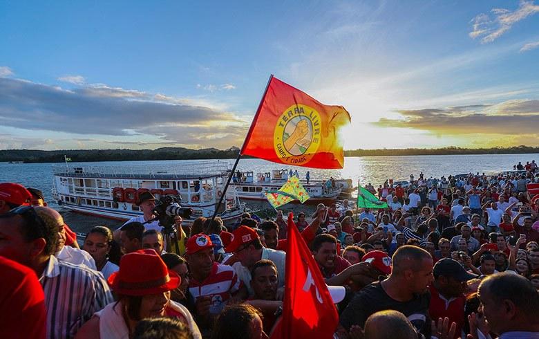 CARAVANA:  Lula endurece com Temer: 'Marido que não trabalha e vende as coisas da casa'