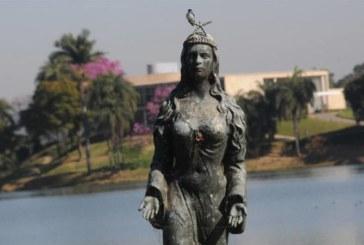 Monumento a Iemanjá é retirado da Pampulha para ser restaurado