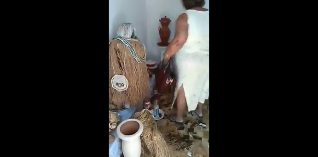 Traficantes obrigam mãe de santo a destruir próprio terreiro. Assista ao vídeo