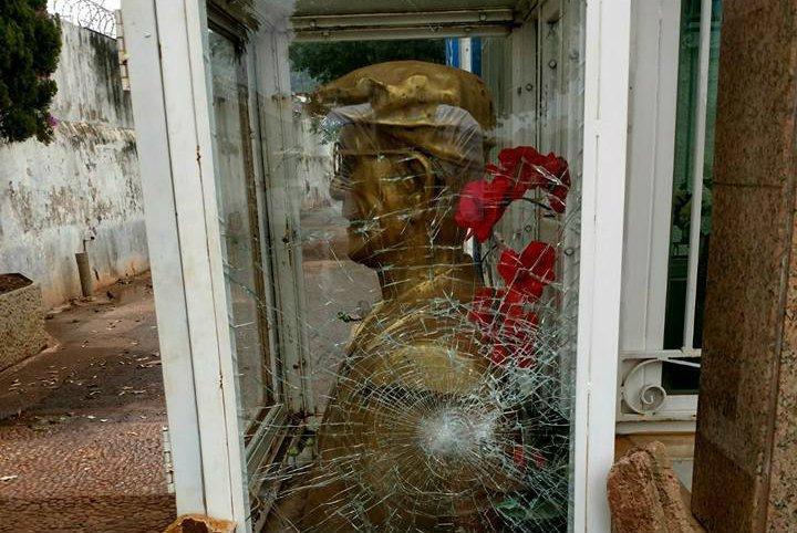 Busto de Chico Xavier é alvo de intolerância religiosa, diz filho