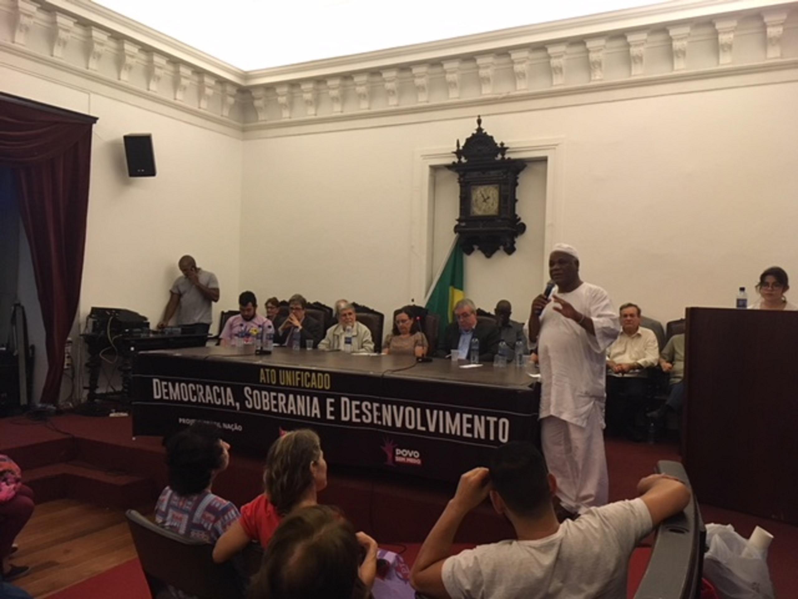 Ivanir dos Santos em atividade em prol das religiões de matriz africana