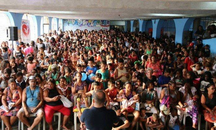 Igreja Universal realiza eventos dentro de colégios com aval da prefeitura