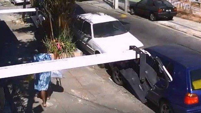 Imagens mostram vandalismo em terreiro de candomblé em Niterói